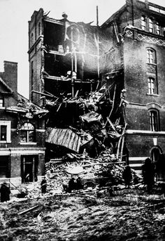 1903 explosion at #Dicks #Brewery . Original #photo with some #darkroom alterations. #gemcitynoir #noir #beer #quincyil #Fotografia #monochrome