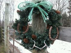 "Western wreath - perfect use of hay twine and old horse shoes. Paint shoes white for more ""pop"""