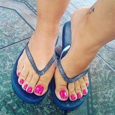 @ingrid_feet • Instagram photos and videos Duck Feet Nails, Pink Toe Nails, Cute Toe Nails, Pink Toes, Cute Toes, Pretty Toes, Nice Nails, Beautiful Toes, Lovely Legs