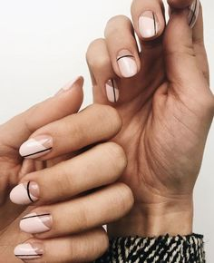 Have you heard of the idea of minimalist nail art designs? These nail designs are simple and beautiful. You need to make an art on your finger, whether it's simple or fancy nail art, it looks good. Of course, you may have seen many simple and beaut Subtle Nail Art, Neutral Nail Art, Neutral Nail Designs, Stripe Nail Designs, Neutral Colors, Nagellack Design, Nagellack Trends, Purple Nail, Ombre Nail