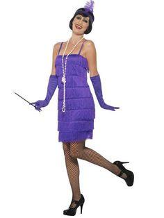 Disfraz años 20 charleston violeta mujer: Este disfraz de Charleston para mujer consta de un vestido y de una banda (porta-cigarrillo, medias y zapatos no incluidos). El vestido violeta de efecto terciopelo está decorado con finos...