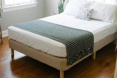 Diy box spring bed frame home decor 47 Ideas for 2019 Box Spring Bed Frame, Diy Bed Frame, Bed Frames, Diy Modern Bed, Diy Design, Diy Furniture Making, Furniture Refinishing, Recycled Furniture, Handmade Furniture