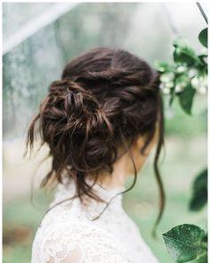 @VeilOfGrace posted to Instagram: Just the right amount of bohemian grandeur.    VEIL OF GRACE BRIDAL BEAUTY TEAM Bridal Airbrush Makeup: #VOGMagali Bridal Hairstyling: #VOGAshtyn  WEDDING VENDORS Photographer: Shannanleigh Photography Boho Wedding Hair Half Up, Boho Wedding Makeup, Boho Makeup, Wedding Hair Flowers, Flowers In Hair, Boho Updo, Bohemian Hairstyles, Bride Hairstyles, Bridal Beauty