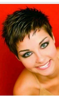 Risultati immagini per coupe tres courte femme 2014 Pixie Haircut For Thick Hair, Short Choppy Hair, Short Grey Hair, Short Hair Styles, Short Spiky Hairstyles, Very Short Haircuts, Hairstyles 2018, Quick Hairstyles, Super Short Hair