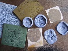 Learn to make a huge variety of texture sheets and texturing tools for making polymer clay or metal clay jewelry! Includes many unusual ideas to inspire you. Informations About How to Texture Metal Cl Polymer Clay Crafts, Polymer Clay Jewelry, Clay Texture, Metal Texture, Metal Clay Jewelry, Precious Metal Clay, Paperclay, Metal Crafts, Clay Tutorials