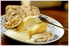 Na visita à Capril do Bosque é possível degustar os queijos, visitar a produção e criação das cabras e almoçar no restaurante. Tem também a opção de agendar um piquenique.
