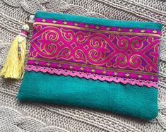 Handbag clutch boho clutch ethnic hippy chic by PriskaTienda Handmade Handbags, Handmade Bags, My Bags, Purses And Bags, Ethnic Bag, Burlap Bags, Vintage Clutch, Boho Bags, Fabric Bags