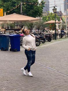 La Haya regala a los viajeros una visita más que recomendable en Holanda, la cual puede dar mucho de sí. Y no sólo para pasar un único día si decidimos entrar a muchos museos y recorrer su desconocido litoral. En la Haya podrás Disfrutar de las espectaculares vistas en el Manantial de la Corte. Museo de Escher, Museo Gevaguenpoort, Panorama Mesdag, Museo Meermanno y muchos más Street View, Littoral Zone, Walk In, Holland, Museums