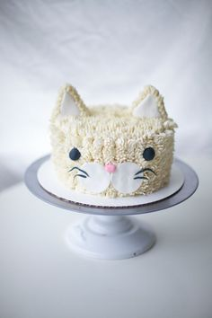 ' Coco Cake Land - Cakes Cupcakes Vancouver BC: A Real Cool Cat: Cat Cake! Pretty Cakes, Cute Cakes, Beautiful Cakes, Amazing Cakes, Cake Land, Cake Blog, Fancy Cakes, Cake Tutorial, Creative Cakes