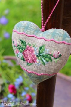 VAUPEL & HEILENBECK Sommerliche Fantasien roses-and-forget-me-not-heart would also work with a beautiful ribbon Embroidery Hearts, Cross Stitch Embroidery, Hand Embroidery, Cross Stitch Heart, Cross Stitch Flowers, Cross Stitch Designs, Cross Stitch Patterns, Fabric Hearts, Lavender Bags