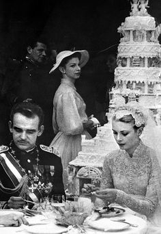 The Bride: Grace Kelly, then a Oscar-winning American actress. The Groom: Prince Rainier III, the sovereign of Monaco, who met Grace Kelly during Charlotte Casiraghi, Andrea Casiraghi, Prince Rainier, Royal Brides, Royal Weddings, Classic Weddings, Romantic Weddings, Unique Weddings, Star Hollywood