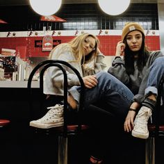 Pic Pose, Picture Poses, House Photography, Portrait Photography, Best Friend Poses, Friend Pictures, Insta Pictures, Waffle House, Converse Style