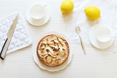La recette de la tarte au citron meringuée avec un crémeux citron sans beurre, ni gélatine, ni crème ! http://www.royalchill.com/2017/03/10/tarte-au-citron-meringuee-facile/ #cuisine #food #citron #tarte