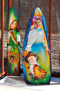 Toto dielo zachytáva matku v krásnom kroji  s jemnou modrou výšivkou s väčšími dierkami a netradičnou svetlomodrou sukňou z  obce Modrová v trnavskej oblasti. Painting, Art, Art Background, Painting Art, Kunst, Paintings, Performing Arts, Painted Canvas, Drawings