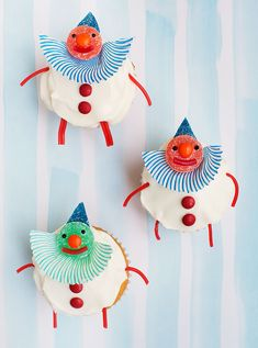 Clown cupcakes with cupcake paper collars and gumdrop heads! From Candy Aisle Crafts.