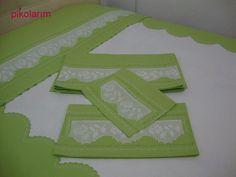 Fıstık yeşili dantelli pike takımı...