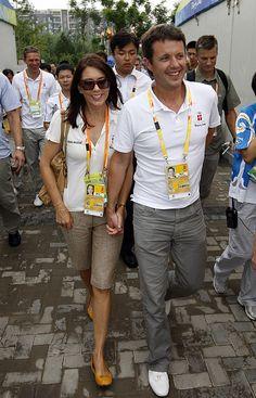 Mary og Frederik nyder hinandens selskab under OL i Beijing august 200 Billedserie: Frederik som kærlig familiefar og ægtemand | Billed Bladet