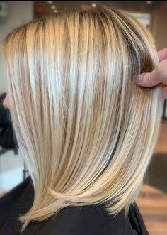 Fantastic Bob Haircuts to Copy This Year In 2020 Amazing Balayage Shades for Medium Haircuts In Year 2020 Haircuts For Medium Hair, Medium Hair Cuts, Short Hair Cuts, Medium Hair Styles, Short Hair Styles, Bob Haircuts, Hair Color Highlights, Hair Color Balayage, Shoulder Length Hair Balayage