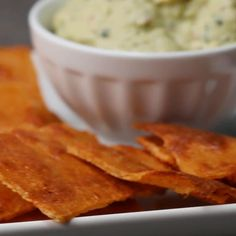 Low-Carb chips recipe by tasty cheese crisps, cheese bread, keto bread, low Keto Foods, Healthy Foods To Eat, Healthy Snacks, Healthy Eating, Easy Snacks, Low Carb Keto, Low Carb Recipes, Snack Recipes, Cooking Recipes