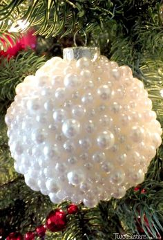Pearl Christmas Tree Ornaments, DIY and Crafts, These DIY Pearl Christmas Ornaments are a fun craft that results in beautifully unique Christmas Tree Ornaments that you can make for yourself or as a. Diy Christmas Quilt, Christmas Wreath Image, Christmas Urns, Unique Christmas Trees, Unique Christmas Decorations, Christmas Holidays, Tree Decorations, Christmas Bedroom, Half Christmas