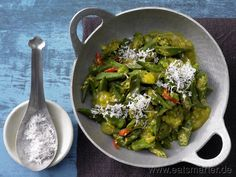 Okraschoten-Curry - smarter - mit frischer Kokosnuss. Kalorien: 108 Kcal | Zeit: 20 min. #vegan