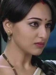 Indian Actress Images, Indian Actresses, Beautiful Girl Indian, Beautiful Saree, Sonakshi Sinha Saree, Girls Dp Stylish, Wedding Pinterest, Girls In Leggings, Girl Poses
