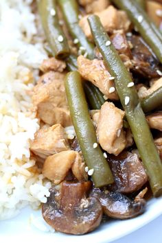 Instant Pot Mushroom Chicken with Green Beans--tender bites of chicken, mushrooms and green beans in a savory ginger soy sauce. Serve over rice for a tasty and easy dinner! Chicken Green Beans, Chicken Mushrooms, Stuffed Mushrooms, Ip Chicken, Chicken Meals, Instant Pot Pressure Cooker, Pressure Cooker Recipes, Pressure Cooking, Slow Cooking