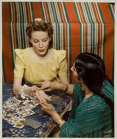 1940 McCall's Magazine - Style & Beauty Cover - Tarot Reading - photography by Nickolas Muray Nickolas Muray, Estilo Hippie, Palm Reading, Reading Tips, Fortune Telling, Thing 1, Tarot Readers, Palmistry, Madame