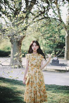 Amelie dress line. Casual College Outfits, Cute Casual Outfits, Modest Outfits, Pretty Outfits, Dress Outfits, Korean Fashion Dress, Modest Fashion, Fashion Dresses, Floral Chiffon Dress