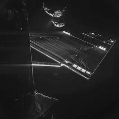 Rosetta maakt een 'selfie'. Op de achtergrond zie je komeet 67P. Afbeelding: ESA / Rosetta / Philae / CIVA.