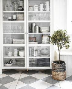 Ikea björksnäs @tessjohansen vitrinskåp..