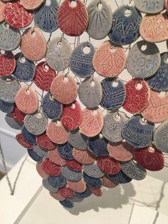 Wearing shards of my bohemian soul. Av Fanny Fahrman. Halsband av keramik och ståltråd.