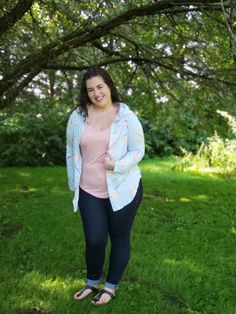 LuLaRoe Valentina | Just this past week, LuLaRoe launched a new style! LuLaRoe has been venturing out into different styles, shapes, and silhouettes within the fashion world. They have finally launched a button up for people who are working in the business world. But, this shirt isn't just for those who have to dress professionally. I was able to get my hands on all sizes, so it's time do a style and sizing round up! So, let's get down to my honest LuLaRoe Valentina review. #lularoedevinzarda