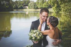 Esküvői csokrok - Fehér rózsa csokor fotózáson
