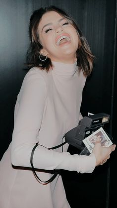 o seu sorriso é o motivo do meu❤ Selena Gomez Linda, Selena Gomez Music, Selena Gomez Photoshoot, Selena Gomez Cute, Selena Gomez Fotos, Selena Gomez Pictures, Jonas Brothers, Demi Lovato, Cara Delevingne