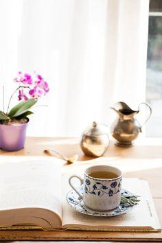 Chá de jasmin e erva-cidreira   #ReceitaPanelinha: Esta receita com inspiração oriental combina o jasmim e a erva-cidreira, conhecidos por suas propriedades calmantes. Ótima opção pra tomar após um longo dia de trabalho.