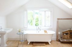 Bathroom - lots of white and neutral colour to keep it bright and cozy