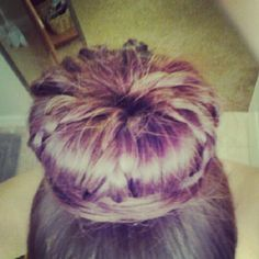 Braids make the simple bun into something fabouuuulous !