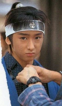 riida with thick eyebrows :D