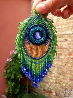beaded peacock feather - Rose would like this Beaded Ornaments, Hanging Ornaments, Diy Ornaments, Glass Ornaments, Peacock Ornaments, Peacock Jewelry, Beaded Jewelry, Jewellery, Peacock Earrings