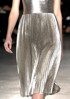 Pleated dress with beautifully fluid pleats in silver fabric; chic metallic fashion details // Jil Sander