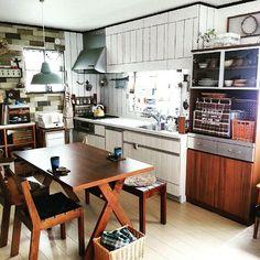 海外では定番!賃貸でも狭小住宅でも出来るおしゃれなイートインキッチン Japanese Interior, Shop Interiors, Shelving, House Plans, Interior Shop, Minimalist, Layout, Living Room, Space