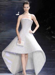white gown Giorgio Armani catwalk pictures 1