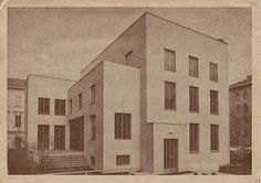 In November 1925, Margaret Stonborough-Wittgenstein, sister of the Austrian philosopher, commissioned Austrian architect Paul Engelmann to design a large townhouse on Kundmangasse in Wien. She also convinced his brother to collaborate with the architect, probably in order to distract him from an...