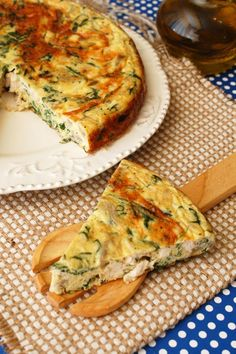 Frittata cu pui, rucola si ciuperci Omelet, Frittata, Baby Food Recipes, Cooking Recipes, Cooking Ideas, Food And Drink, Breakfast, Healthy, Pies