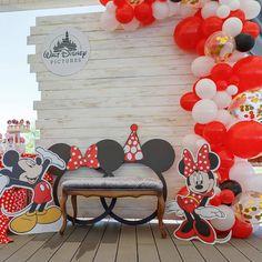 Детская фотозона Микки и Минни Маус в семейном парке Sky Family Park Baby Mickey Cake, Minnie Y Mickey Mouse, Fiesta Mickey Mouse, Mickey Party, Mickey Mouse Birthday Decorations, Birthday Party Decorations Diy, Birthday Backdrop, Minnie Birthday, Mickey Printables