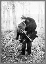 Benjamin Lilly was one of the greatest hunters and most fascinating characters of the Old West. He dressed like a mountain man, preferred sleeping outdoors,and sometimes walked hundreds of miles in pursuit of a single elusive bear. Old Time Photos, Old Pictures, Vintage Pictures, Hunting Pictures, Bear Hunting, Le Far West, Mountain Man, Old West, Fotografia