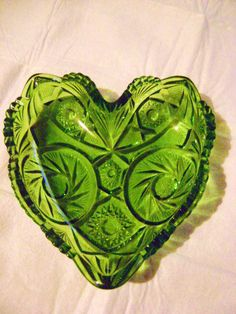 PRETTY GREEN GLASS HEART SHAPED CANDY DISH
