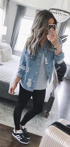 Awesome Winter Outfits Ideas With Denim Jacket 14 Casual Summer Outfits Women, Casual Autumn Outfits Women, Casual Tennis Shoes Women, Womens Fashion Outfits, Fall Outfit Ideas, Casual Preppy Outfits, Winter Outfits Tumblr, Sneaker Outfits Women, Cute Winter Outfits
