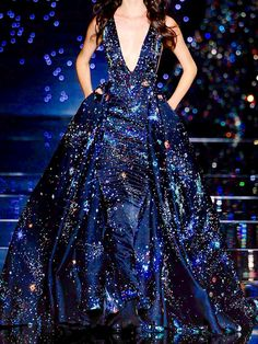 Zuhair Murad Couture F/W 2015 - this dress is simply a dream come true. The deep blue colour is very elegant and the neckline is very sexy and daring